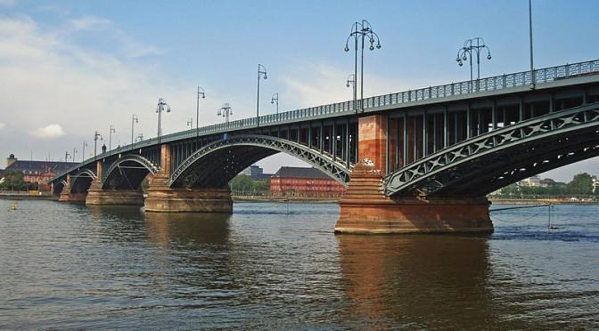 Passer les ponts pour aller à la rencontre de l'autre…